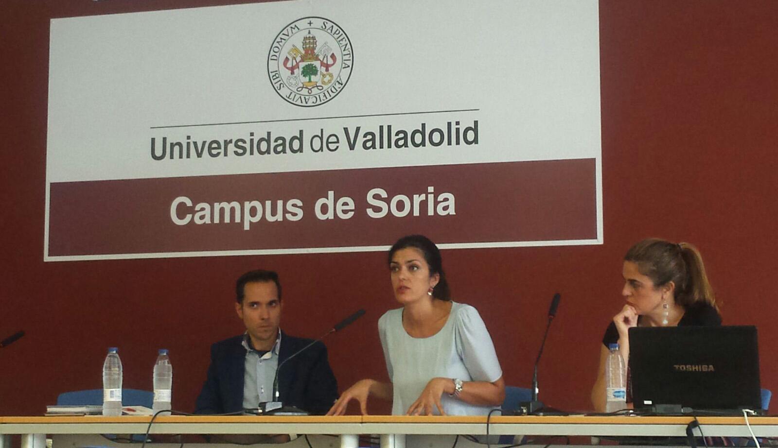 Lucía Garrote durante su ponencia en el congreso.