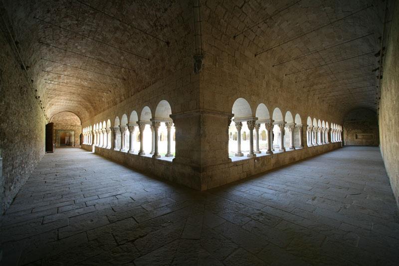 """""""Silencio Claustral"""" Monasterio de San Cugat del Vallés. Premio del Público IV Concurso de Fotografía \""""Románico Digital\""""."""
