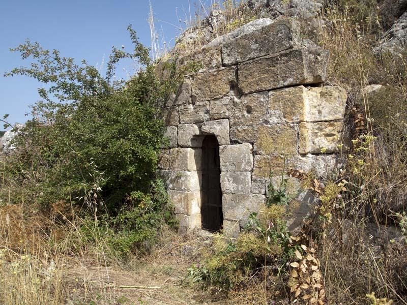 Acceso cueva Bernardo de Carpio (Aguilar de Campoo, Palencia)