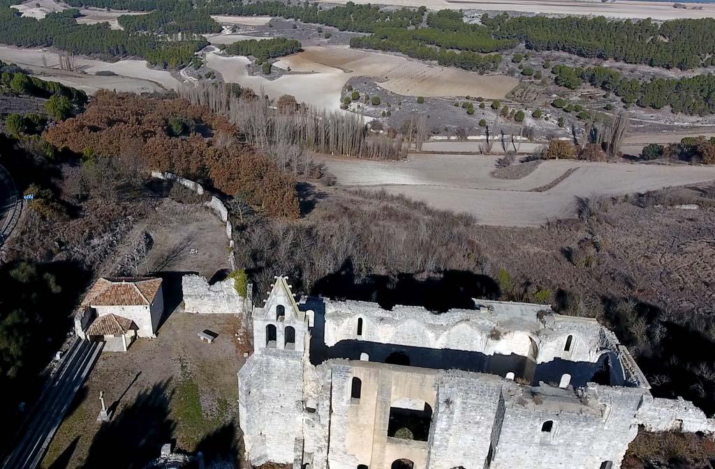 Vista general del monasterio de La Armedilla, Cogeces del Monte (Valladolid)