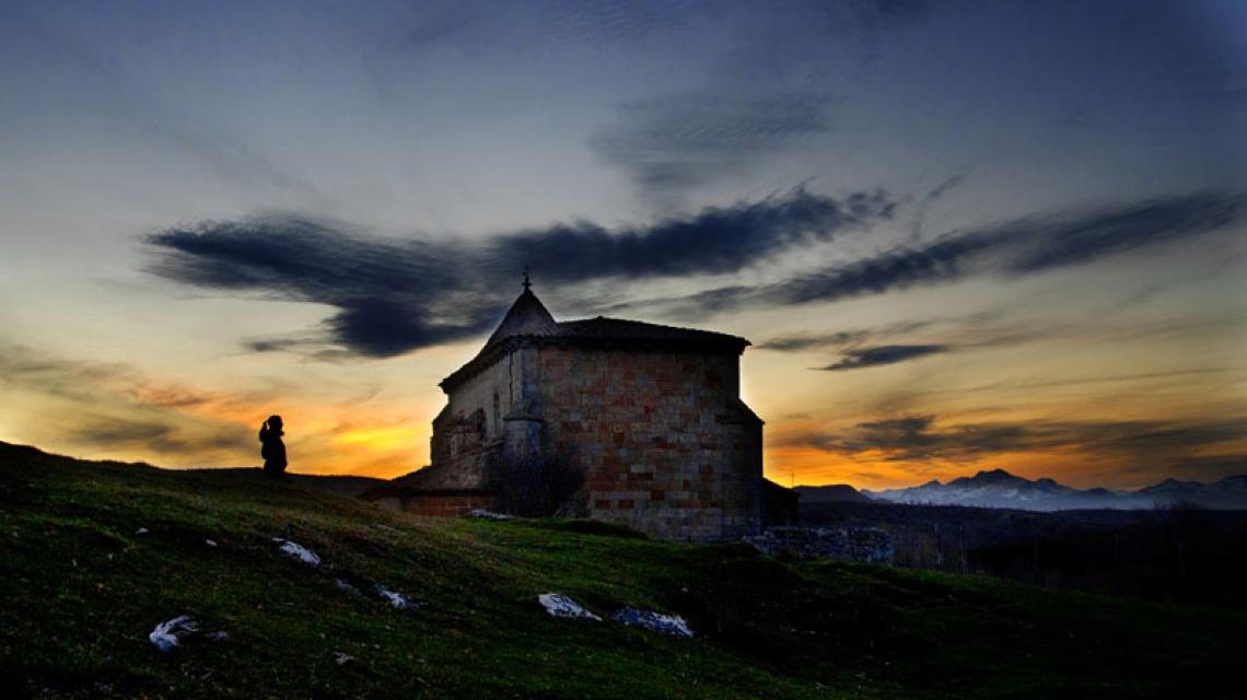 Vista de una iglesia del norte de Palencia