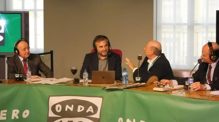 """Un momento de la entrevista a Peridis en el programa de Onda Cero """"Mas de Uno"""""""
