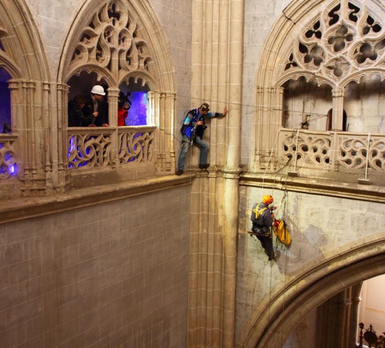 Colocación fisurómetro SHBuildings, catedral de Palencia