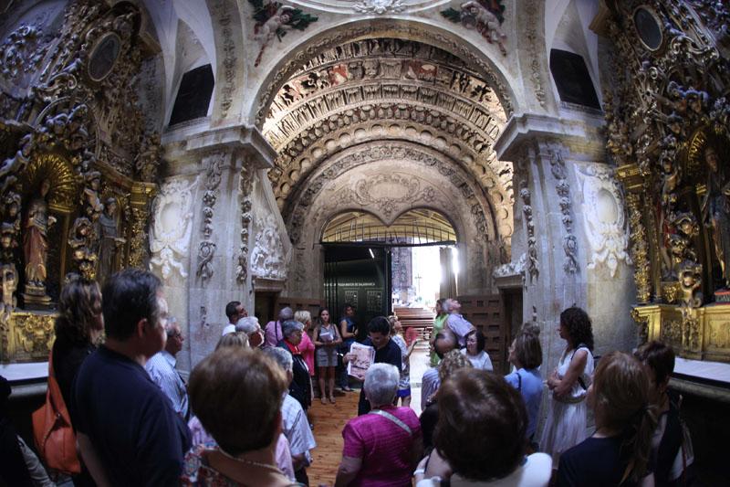 Visita iglesia San Martín MusaE, las piedras cantan