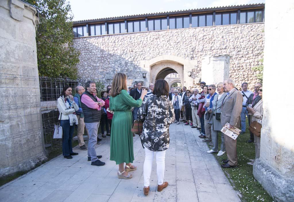 Visita de los Amigos del Patrimonio al antiguo Hospital del Rey (Burgos), dentro del ciclo Las Piedras Cantan