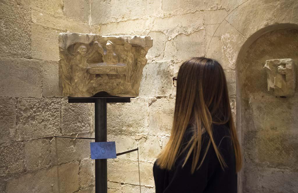 Réplica de uno de los capiteles del monasterio de Santa María la Real que puede verse en el centro expositivo Rom
