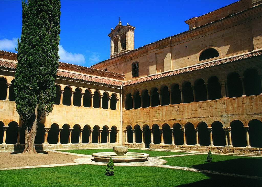 Vista del claustro del monasterio de Santo Domingo de Silos, Burgos