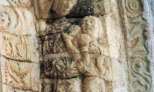 Detalle de la portada de la iglesia de Villafranca del Bierzo (León)