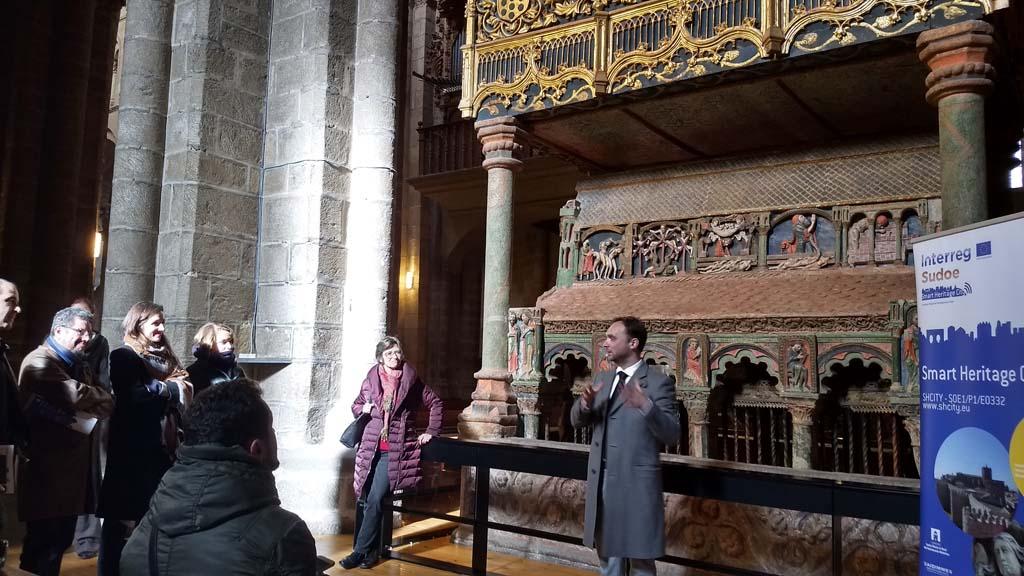 Visita a la iglesia de San Vicente durante la jornada de cierre del proyecto SHCity en Ávila