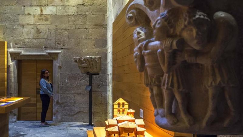 Una de las salas del centro expositivo Rom-monasterio de Santa María la Real