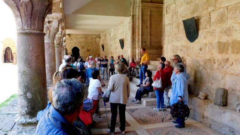 Un momento de la visita al monasterio de San Pedro de Cardeña (Burgos)