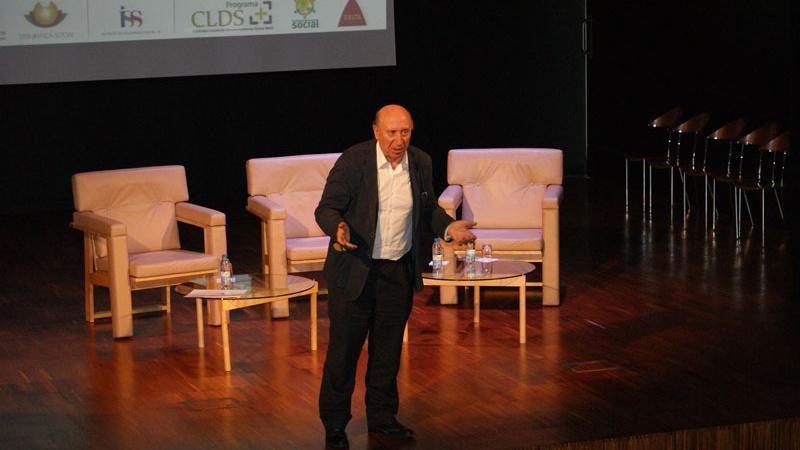 Peridis presenta las Lanzaderas de Empleo en Portugal